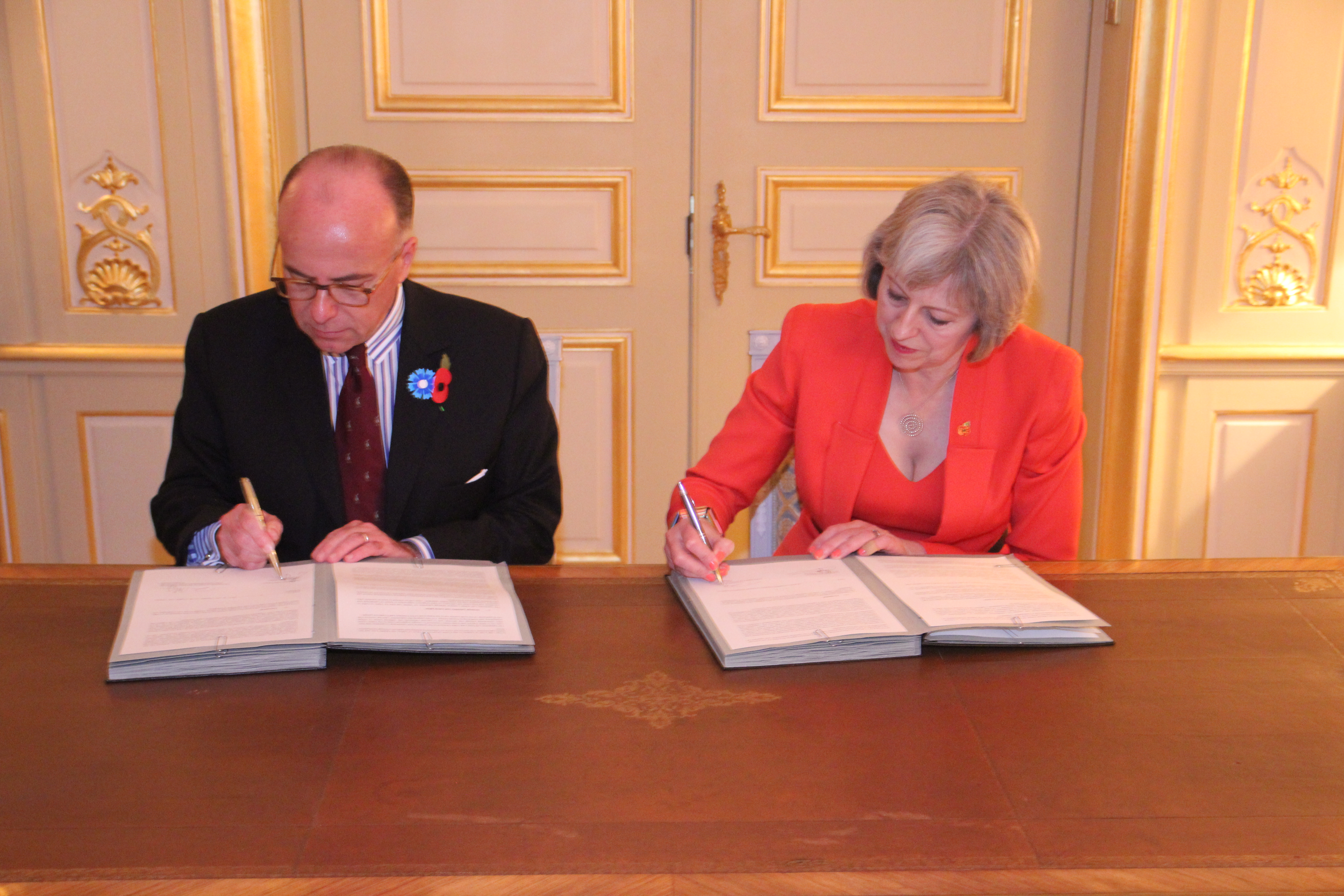 Bernard cazeneuve rencontre son homologue t may londres for Chambre de commerce francaise a londres