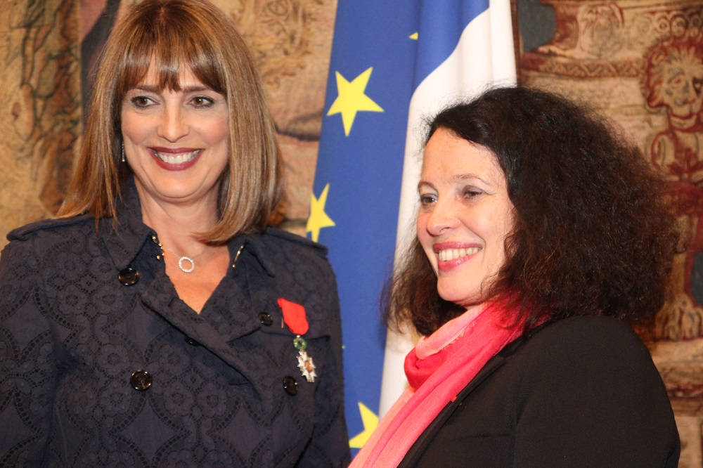 Carolyn mccall d cor e de la l gion d honneur france in for Chambre de commerce francaise en grande bretagne